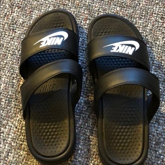 hot sale online 5a6c1 4f903 NWOT Nike Benassi Duo Ultra Slide. M 5b9cf7103e0caa5c56ea39f4